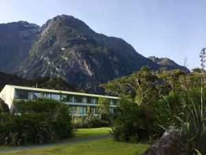 Mitre Peak Lodge